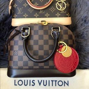 💕💬 LOUIS VUITTON TRUNK Bag Charm